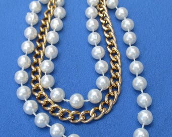Retro Three Strand White Faux Pearl & Chain Collar Necklace