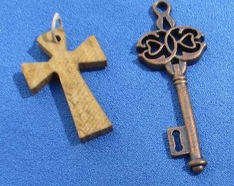 Wodd  Cross Metal  Skeleton Key Pendants