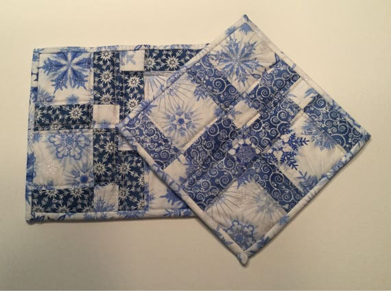 Quilted pot holders, pot holders, quilted table mats, quilted hot pads, hot pads, Christmas pot holders, snowflake pot holders