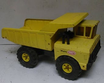 Tonka Mighty dump truck
