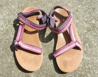 women's Pink/purple/tan multi colored Ombre Teva platform SN 1010323 woven sandals shoes Size US 11 uk 9 eu 42