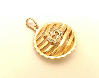 Pendant Openwork Round With Apple Excellent Work Golden Color(FN069)