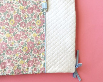 Bumper in liberty Betsy Frost and white quilted jersey