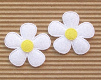 SET of 5 yellow white flowers 35mm embellishment applique