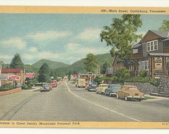 1940s Linen Postcard-View of Main Street, Entrance to Park, Gatlinburg, Sevier County, Tennessee, TN. ~ Free Shipping~ Small Town PC