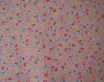 "Fat Quarter of Yuwa Atsuko Matsuyama 30's Collection Tiny Floral on Pink Background. Approx. 18"" x 22"" Made in Japan."
