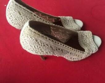 Vintage Colin Stuart light beige lacy high heel wedding shoes