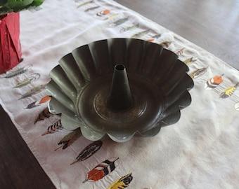 Vintage Metal Bundt Cake Pan