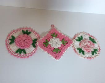Pink Vintage Crocheted Pot holders - Oven Mitt - Pink Roses - Shabby Cottage Chic Decor - French Cottage - Kitchen Wall Decor - Farmhouse