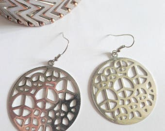 Big round cut out peace signs silvertone unusual earrings, multiple peace sign print metal earrings large circle pierced hook earrings,