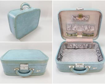 """1950's Vintage Powder Blue Skyway Luggage Suitcase 15"""" x 12"""" x 6"""" Makeup Train Overnight Case with Leather Handle Monogrammed MBW"""