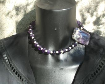 Choker necklace with amethyst and white opals.