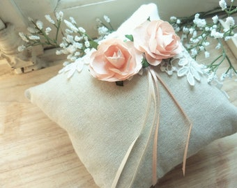 Romantic cushion for alliances linen, lace and pink paper