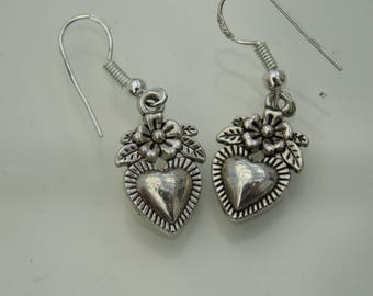 Silver plated // Flower and heart earrings
