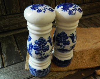 Vintage Blue Willow Salt and Pepper Shakers