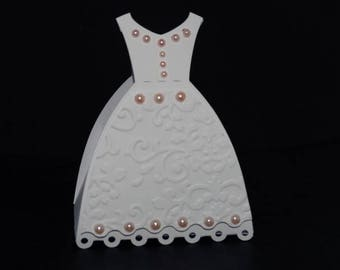 Box dragees white wedding dress