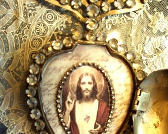 """Vintage French Sacred Heart Ex Voto Reliquary 1800s Replica with 24"""" chain"""