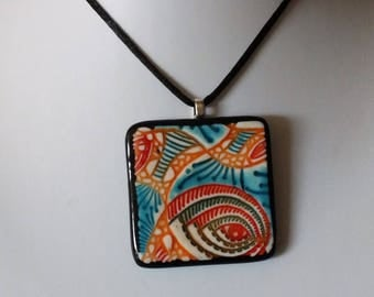 Colorful patterned pendant necklace