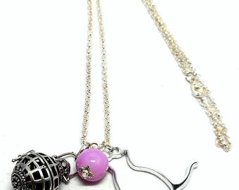 A scent! long necklace has flavor cat and Pink Pearl