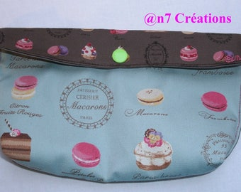 """Small pocket """"macaroons"""" blue and Brown to slip into the purse."""