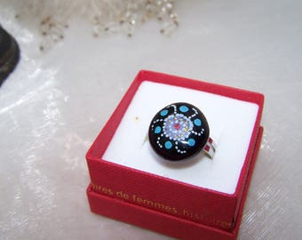 round black ring, decorated with stone