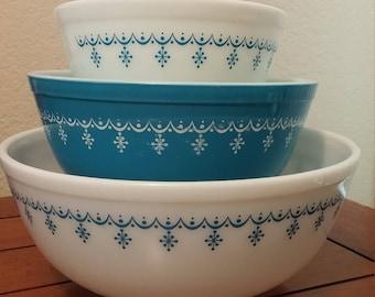Pyrex Snowflake Garland Nesting Bowls Set of 3