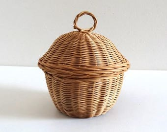 Small Vintage 50s Round Woven Wicker Basket