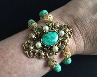 Beautiful Restyled Gold Tone and Green Czech 'Peking Glass' Bracelet