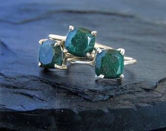 Raw Emerald Ring, natural and raw green emerald ring, solitaire stacking raw green emerald ring, natural emerald, may birthstone,may emerald