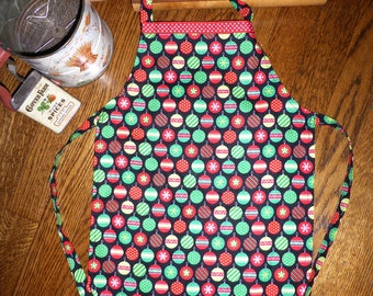 SALE! Youth/Tween Christmas Apron, Red and Green Kids Christmas Apron, Boy or Girl Apron, Child Chef Apron, Kids Holiday Apron