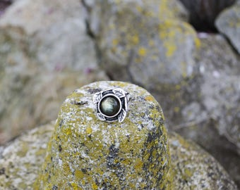Brass ring set with a labradorite. Hetreterre