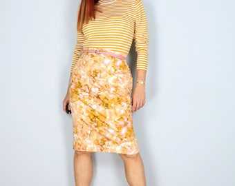 "1990s Skirt - Pencil Skirt - Abstract Gold Pink Watercolour Print - Back Vent - Exposed Zipper - Pockets - Size Medium Large 32"" Waist"