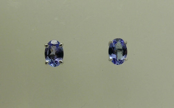 Tanzanite Stud Earring with 14k White Gold