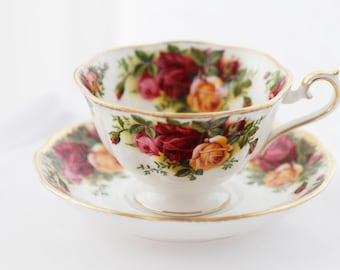 Royal Albert, Old Country Roses, Teacup And Saucer,  Bright colored Red Roses, Pink and Yellow Roses, Avon-shape, classy pattern,   1964s