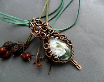 Green Moss Agate necklace pendant, Wire wrapped pendant, Elven necklace, Copper wire wrap pendant, Healing crystal pendant, Boho jewelry