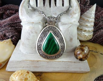 Gorgoueous Malachite pendant set in filligreed 925 sterling silver