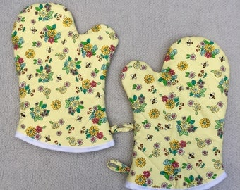 Bees and Flowers Medium Oven Mitts