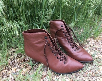 1980s Chestnut Brown Leather Ankle Boots SZ 7/7.5, Victorian Laced Colonial Heeled Boots