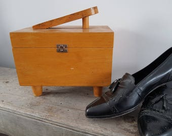 Vintage Wooden Shoe Shine Box / Shoe Shining Wood Chest / Rustic Retro Shoeshiner Boot Polisher Shoemaker Gift / Industrial Farmhouse