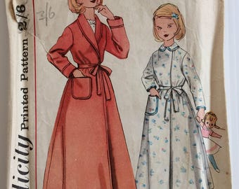 Vintage 1950's Simplicity sewing pattern S. 123 - Girls' robe size 12