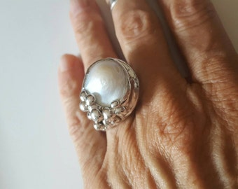 Baroque pearls ring