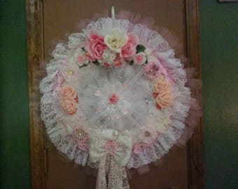 Shabby chic wreath with peach and pink flowers
