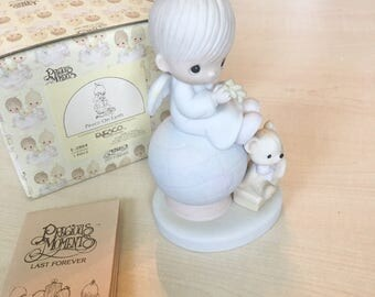 Vintage Precious Moments Peace On Earth Figurine E-2804