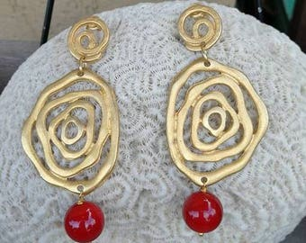 Pendant earrings, brass and mother-coloured coral, details, unique jewellery, handmade.