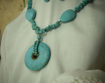 Handmade Set of Turquoise Stone Collar and earrings. Modern and Trendy. Ideal for fashionist. Gift for her.