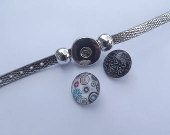 """Grey leather bracelet shiny look """"crocodile"""" with stand for """"chunk"""" metal snap silver and two glass """"chunk"""""""