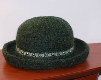 Women's Forest Green Annie Hall Hand-Knit Felted Wool Hat with Beaded Contrasting Stripe