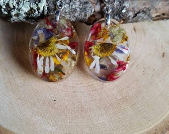 Dried flower dangle earrings. Resin jewelry. Dried flower jewelry. Resin earrings. Nature inspired gifts.