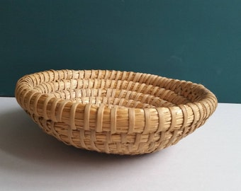 Braided Basket Straw Round wall Easter hand work fruit kitchen biscuits