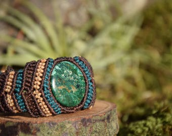Macrame bracelet with malachite  stone